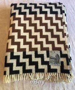 Vintage MANATUNGA New Zealand By Roslyn Wool Chevron Blanket Throw 74 X 58