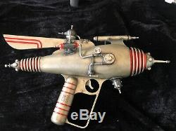 Weta Workshop, Dr Grordbort Pearce 75 Raygun. 1/1 scale. Limited Edition of 400